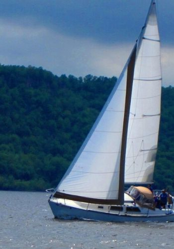 "Details: 2 hour sailboat ride on Lake Pepin for up to 6 people on ""Rudder Chaos"", a 30-foot sloop. Late April-October."