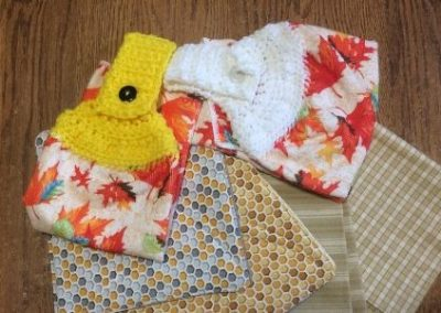 Towels - Set 2 quilted pot holders, 2 crochet topped kitchen towels, 2 dish towels